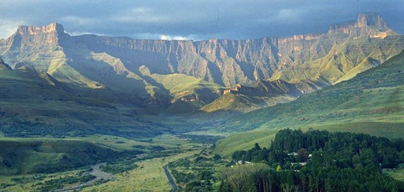 drakensberg-mountains-590
